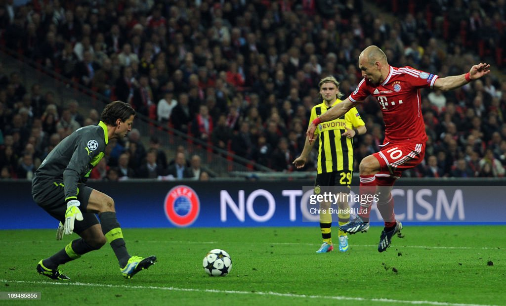 Arjen Robben of FC Bayern Muenchen scores his side's second goal during the UEFA Champions League final match between Borussia Dortmund and FC Bayern Muenchen at Wembley Stadium on May 25, 2013 in London, England.