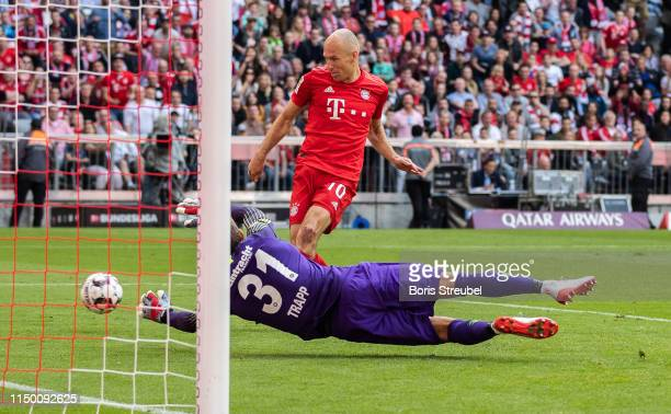 Arjen Robben of FC Bayern Muenchen scores his teams fourth goal during the Bundesliga match between FC Bayern Muenchen and Eintracht Frankfurt at...