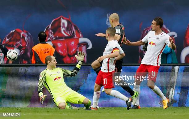 Arjen Robben of FC Bayern Muenchen scores the winning goal against goalkeeper Peter Gulacsi of RB Leipzig during the Bundesliga match between RB...