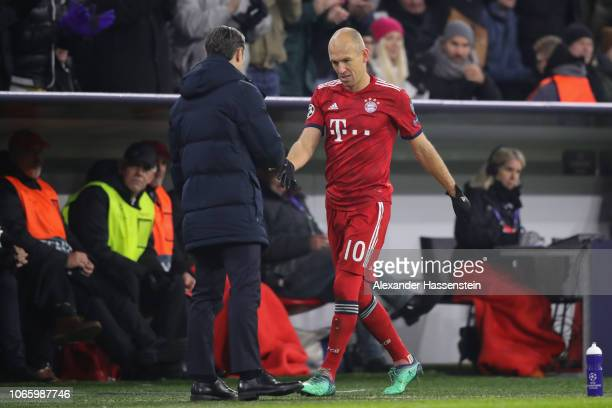 Arjen Robben of FC Bayern Muenchen shake hands with his head coach Niko Kovac after his substitution during the Group E match of the UEFA Champions...