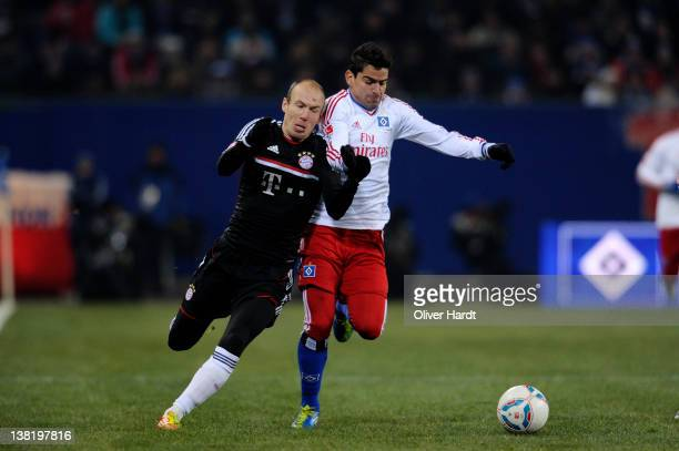 Arjen Robben of Muenchen and Tomas Rincon of Hamburg battle for the ball during the Bundesliga match between Hamburger SV and FC Bayern Muenchen at...