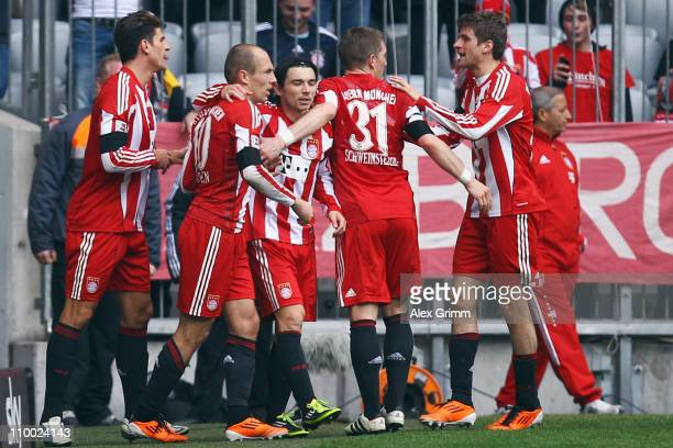 Arjen Robben of Muenchen celebrates his team's first goal with team mates during the Bundesliga match between FC Bayern Muenchen and Hamburger SV at...