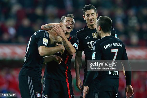Arjen Robben of Muenchen celebrates scoring the 4th team goal with his team mate Rafinha Robert Lewandowski and Franck Ribery during the Bundesliga...