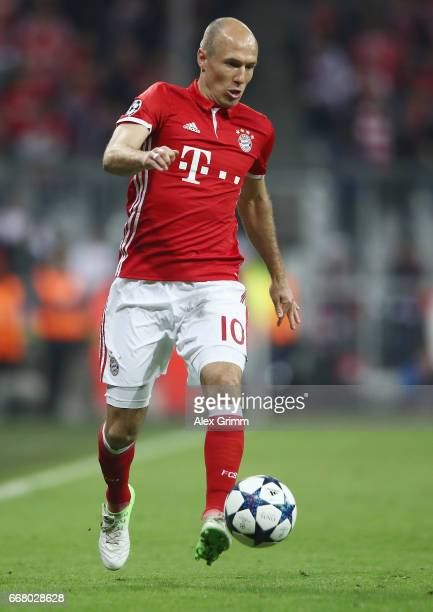 Arjen Robben of Muenchen controles the ball during the UEFA Champions League Quarter Final first leg match between FC Bayern Muenchen and Real Madrid...