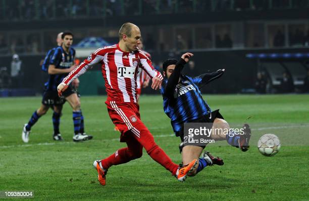 Arjen Robben of Muenchen hits the post with his shoot during the UEFA Champions League round of 16 first leg match between Inter Milan and FC Bayern...