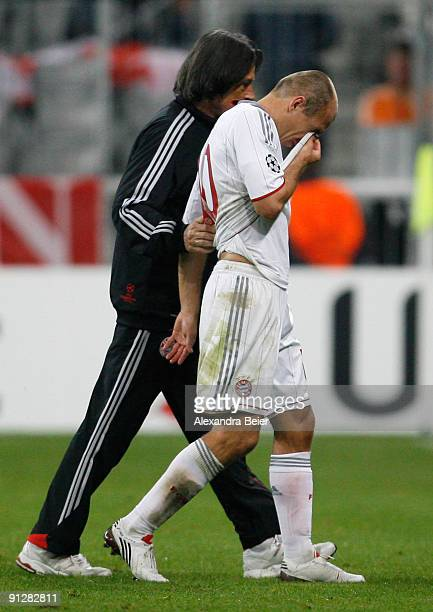 Arjen Robben of Muenchen is accompagnied by team doctor HansWilhelm MuellerWohlfahrt during the UEFA Champions League Group A match between FC Bayern...