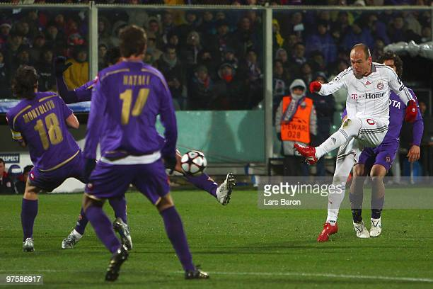Arjen Robben of Muenchen scores his team's second goal during the UEFA Champions League round of sixteen second leg match between AFC Fiorentina and...