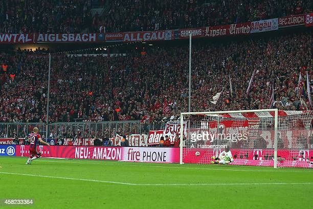 Arjen Robben of Muenchen scores the 2nd team goal against Roman Weidenfeller keeper of Dortmund with a penalty during the Bundesliga match between FC...