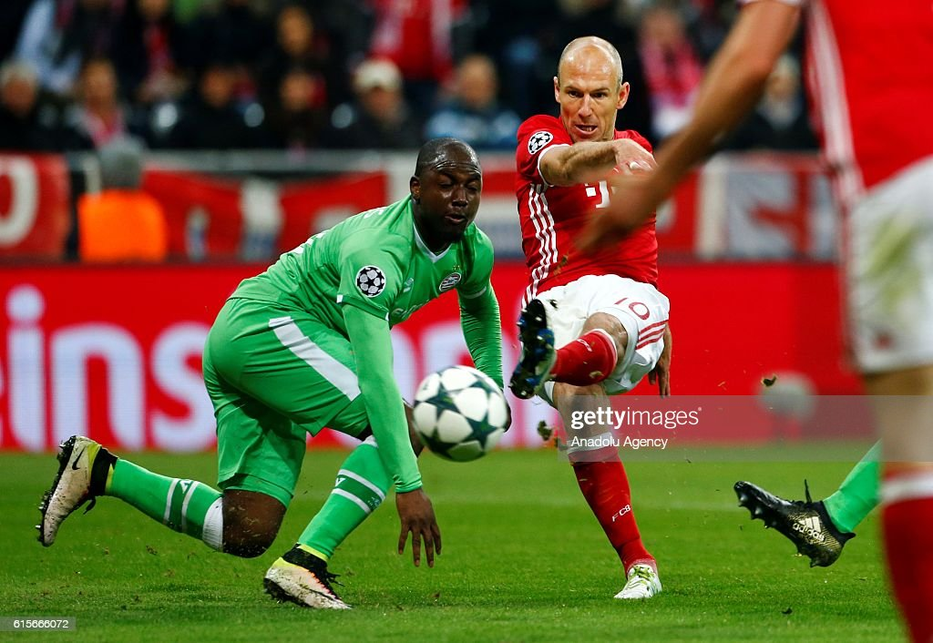 Arjen Robben (R) of Munich and Jetro Willems (L) of Eindhoven fight for the ball during the Champions League soccer match between Bayern Munich and PSV Eindhoven at the Allianz Arena in Munich, Germany on October 19, 2016.