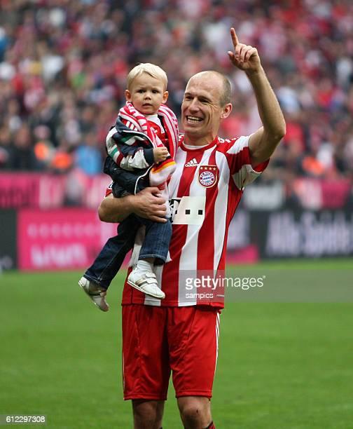 Arjen Robben of Munich and son Luka