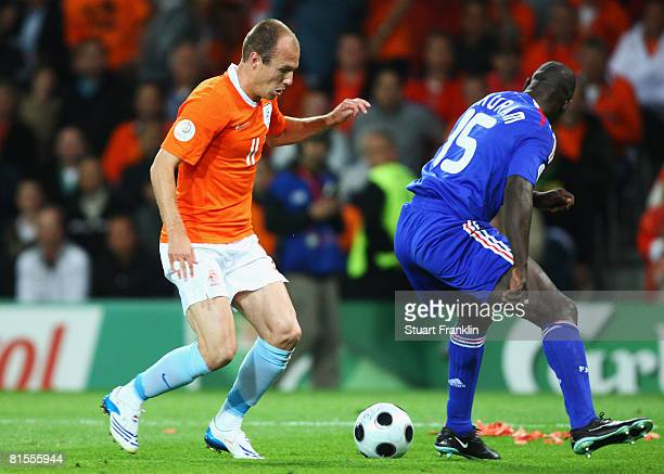 Arjen Robben of Netherlands takes on Lilian Thuram of France and beats him to score his team's third goal during the UEFA EURO 2008 Group C match...