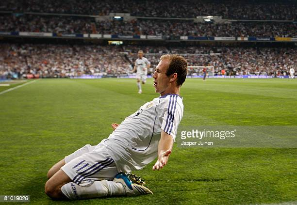 Arjen Robben of Real Madrid celebrates his goal during the La Liga match between Real Madrid and Barcelona at the Santiago Bernabeu Stadium on May 7...
