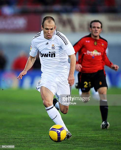 Arjen Robben of Real Madrid powers down the right wing during the La Liga match betwen Mallorca and Real Madrid at the San Moix stadium on January 11...