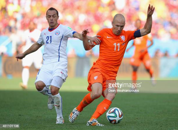 Arjen Robben of the Netherlands controls the ball against Marcelo Diaz of Chile during the 2014 FIFA World Cup Brazil Group B match between the...