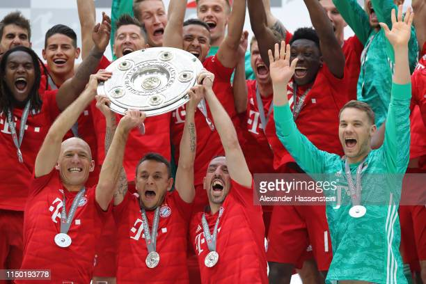 Arjen Robben Rafinha Franck Ribery and Manuel Neuer of Bayern Munich lift the trophy following the Bundesliga match between FC Bayern Muenchen and...