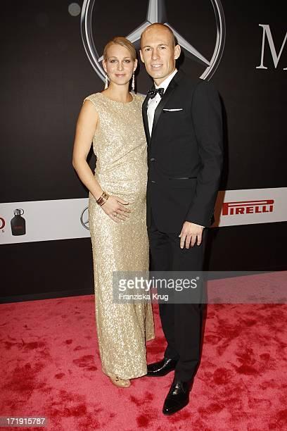 Arjen Robben Und Seine Ehefrau Bernadien Robben Bei Der Gq Männer Des Jahres Verleihung In Der Komischen Oper In Berlin
