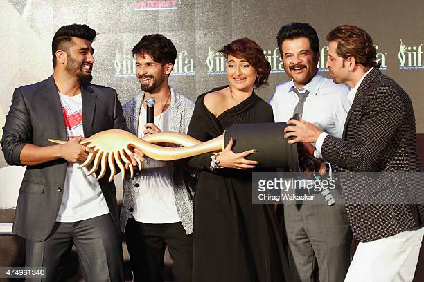 Arjun Kapoor Shahid Kapur Sonakhshi Sinha Anil Kapoor Hrithik Roshan attend the IIFA 2015 Press conference held at Grand Hyatt on May 28 2015 in...