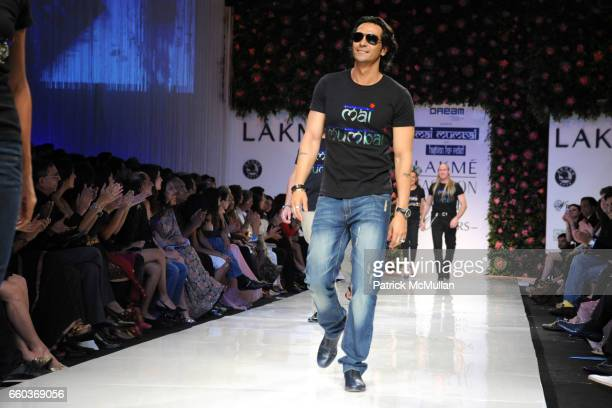 Arjun Rampal attends VIKRAM CHATWAL HOTELS Presents MAI MUMBAI with Fashion For Relief at LAKME FASHION WEEK at The Grand Hyatt on March 28 2009 in...