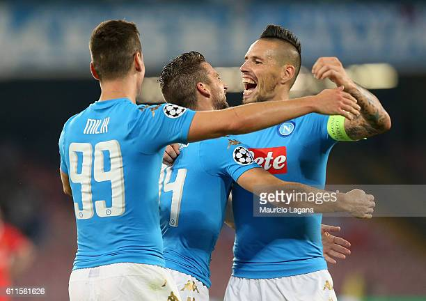 Arkadiusz Milik Dries mertens and Marek Hamsik of Napoli celebrate the third goal during the UEFA Champions League match between SSC Napoli and...