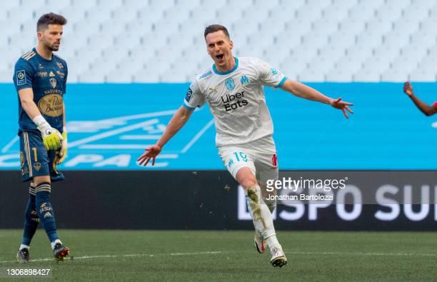 Arkadiusz Milik of Olympique de Marseille celebrates after scoring during the Ligue 1 match between Olympique Marseille and Stade Brest at Stade...