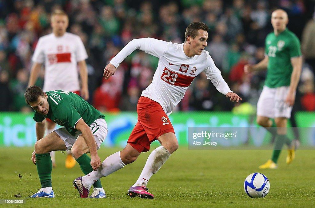 Arkadiusz Milik of Poland beats Wes Hoolahan of Republic of Ireland during the International Friendly match between Republic of Ireland and Poland at Aviva Stadium on February 6, 2013 in Dublin, Ireland.