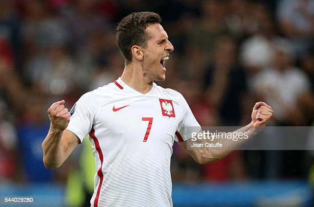 Arkadiusz Milik of Poland scores his penalty during the penalty shootout concluding the UEFA Euro 2016 quarter final match between Poland and...