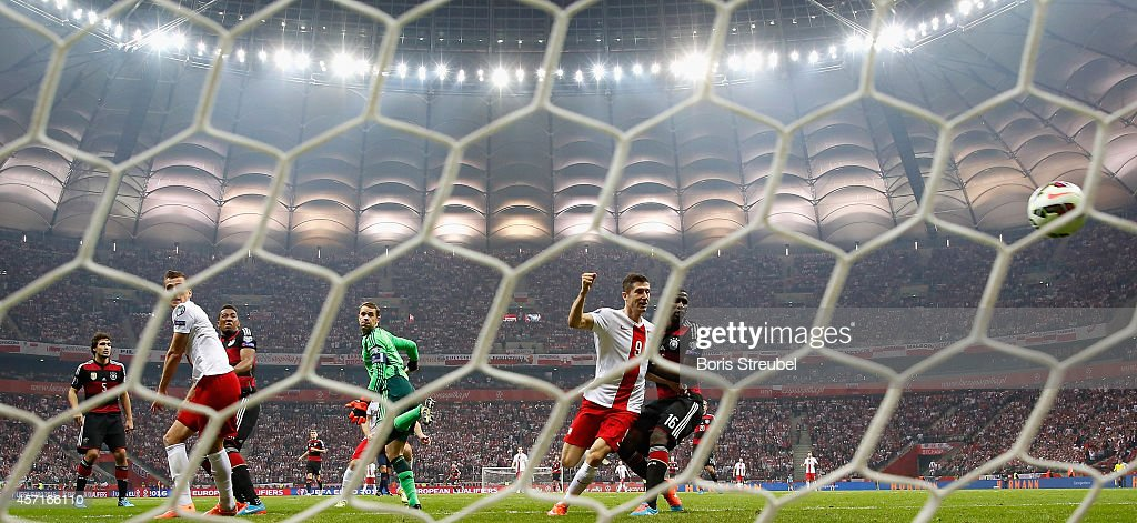 Arkadiusz Milik (2.L) of Poland scores his team's first goal during the EURO 2016 Group D qualifying match between Poland and Germany at the National Stadium on October 11, 2014 in Warsaw, Poland.