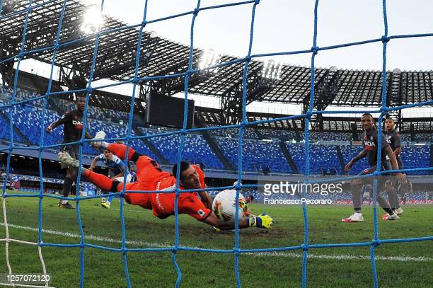 Arkadiusz Milik of SSC Napoli scores the 1-1 goal during the Serie A match between SSC Napoli and Udinese Calcio at Stadio San Paolo on July 19, 2020...