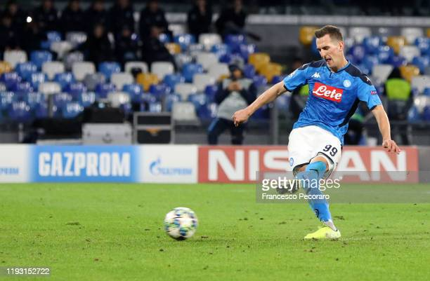 Arkadiusz Milik of SSC Napoli scores the 3-0 goal via penalty during the UEFA Champions League group E match between SSC Napoli and KRC Genk at...