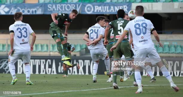 Arkadiusz Milik of SSC Napoli scores the opening goal during the Serie A match between Hellas Verona and SSC Napoli at Stadio Marcantonio Bentegodi...