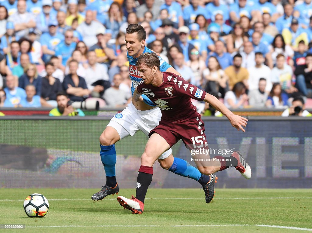 Arkadiusz Milik of SSC Napoli vies with Cristian Ansaldi of Torino FC during the serie A match between SSC Napoli and Torino FC at Stadio San Paolo on May 6, 2018 in Naples, Italy.