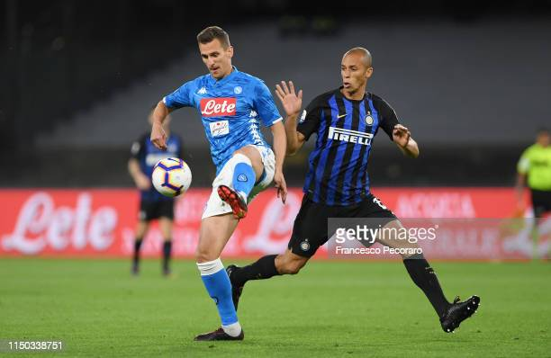 Arkadiusz Milik of SSC Napoli vies with Miranda of FC Internazionale during the Serie A match between SSC Napoli and FC Internazionale at Stadio San...
