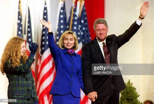 Arkansas Governor Bill Clinton his wife Hillary and daughter Chelsea wave to the crowd of supporters 03 November 1992 at the Old State House in...