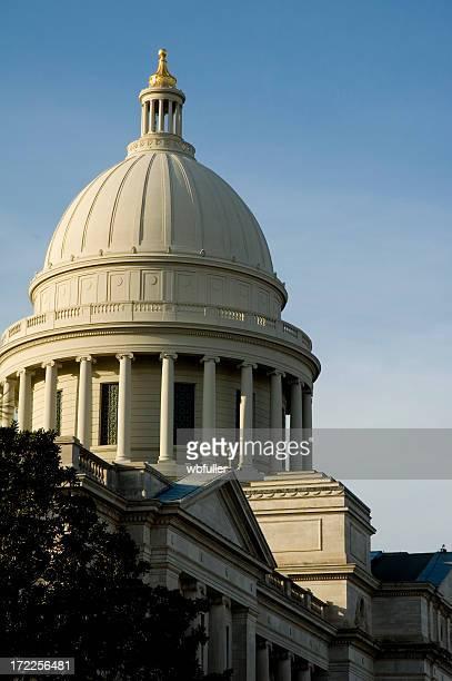 capitolio estatal de arkansas - capitel fotografías e imágenes de stock