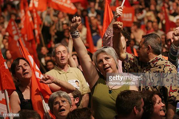 Arlette Laguiller spokesman of 'Lutte Ouvriere' gives the last big meeting of her last campaign in Zenith of Paris The militants of 'Lutte Ouvriere'...