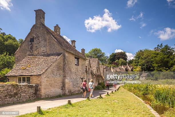 arlington row in bibury. - gloucestershire stock pictures, royalty-free photos & images