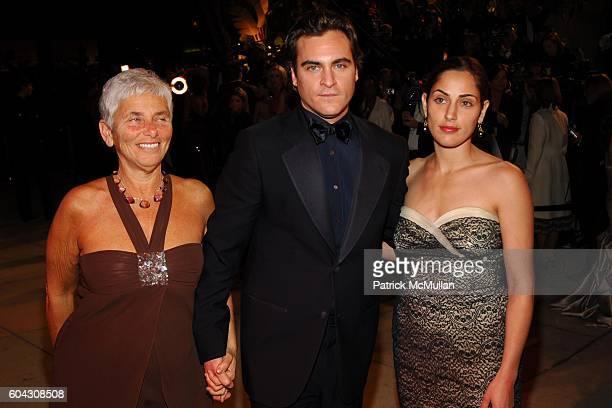 Arlyn Phoenix Joaquin Phoenix and Summer Phoenix attend Vanity Fair Oscar Party at Morton's Restaurant on March 5 2006
