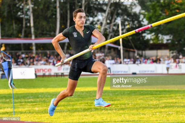 Armand Duplantis competes in pole vault during the meeting of Montreuil on June 19 2018 in Montreuil France
