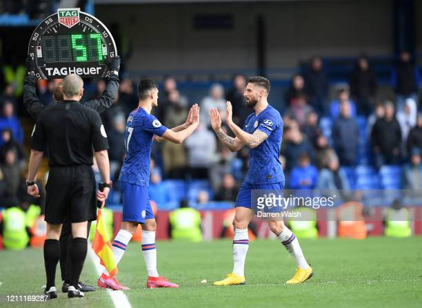 Armando Broja of Chelsea replaces Olivier Giroud of Chelsea during the Premier League match between Chelsea FC and Everton FC at Stamford Bridge on...