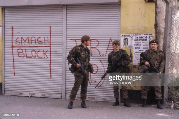 L'armée et la police britannique sont déployées dans Belfast après les émeutes provoquées par la mort de Bobby Sands en mai 1981 RoyaumeUni