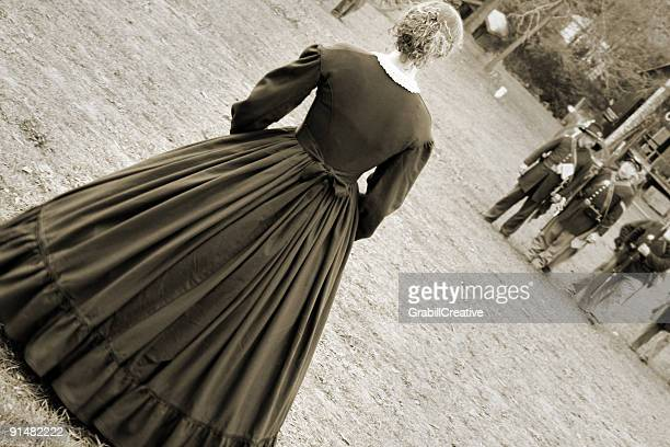 armed and dangerous: striking civil war woman faces army - civil war stock pictures, royalty-free photos & images