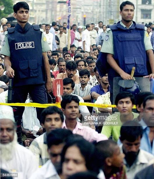 Armed Bangladeshi policemen stand guard over a crowd during an antigovernment protest held by the Awami League and it's leftist alliances in Dhaka 04...