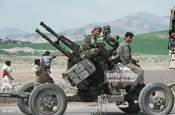Armed Iraqi loaded to repress Kurdish uprising to Sulaimaniya April 1991 FDM6342