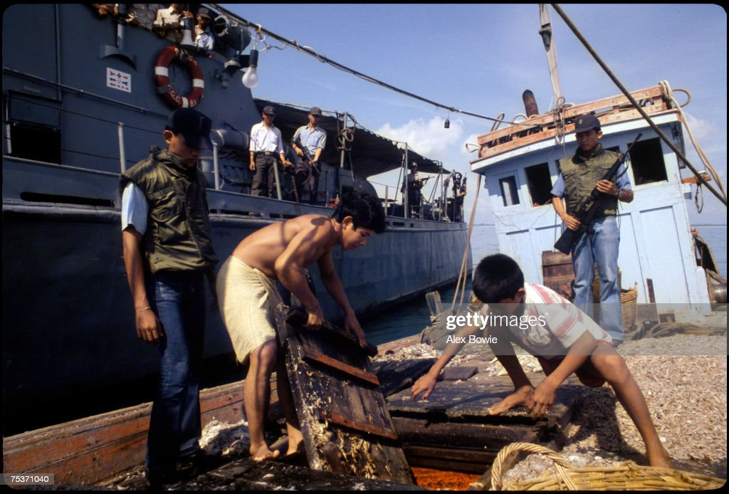 Thai Navy Search Boat : News Photo