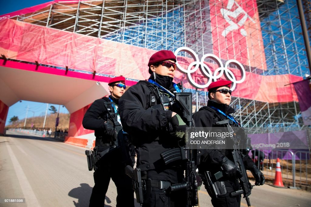 Armed officers from the South Korean police swat team patrol during the qualification of the men's snowboard big air event at the Alpensia Ski Jumping Centre during the Pyeongchang 2018 Winter Olympic Games in Pyeongchang on February 21, 2018. / AFP PHOTO / Odd ANDERSEN