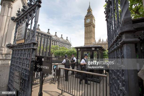 armed police guard the entrance to the houses of parliament, westminster, london with big ben in the background - isil militant group stock pictures, royalty-free photos & images