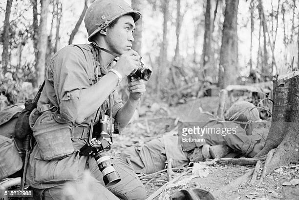 12/6/67DAK TOSOUTH VIETNAM Armed with a battery of cameras Pulitzer Prizewinning Japanese war photographer Kyoichi Sawada of UPI covers the battle of...