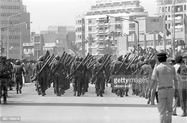 Armeeangehörige der libyschen Streitkräfte bei einer Militärparade in Bengasi im September 1979 anlässlich des 10 Jahrestages des Sturzes der...