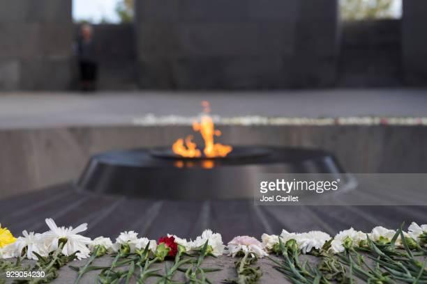 memorial del genocidio armenio en ereván, armenia - genocidio armenio fotografías e imágenes de stock