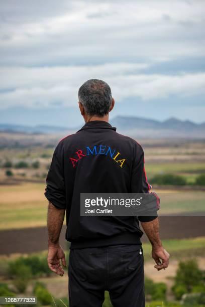 ナゴルノ・カラバフ・ワのアルメニア人退役軍人 - コーカサス山脈 ストックフォトと画像